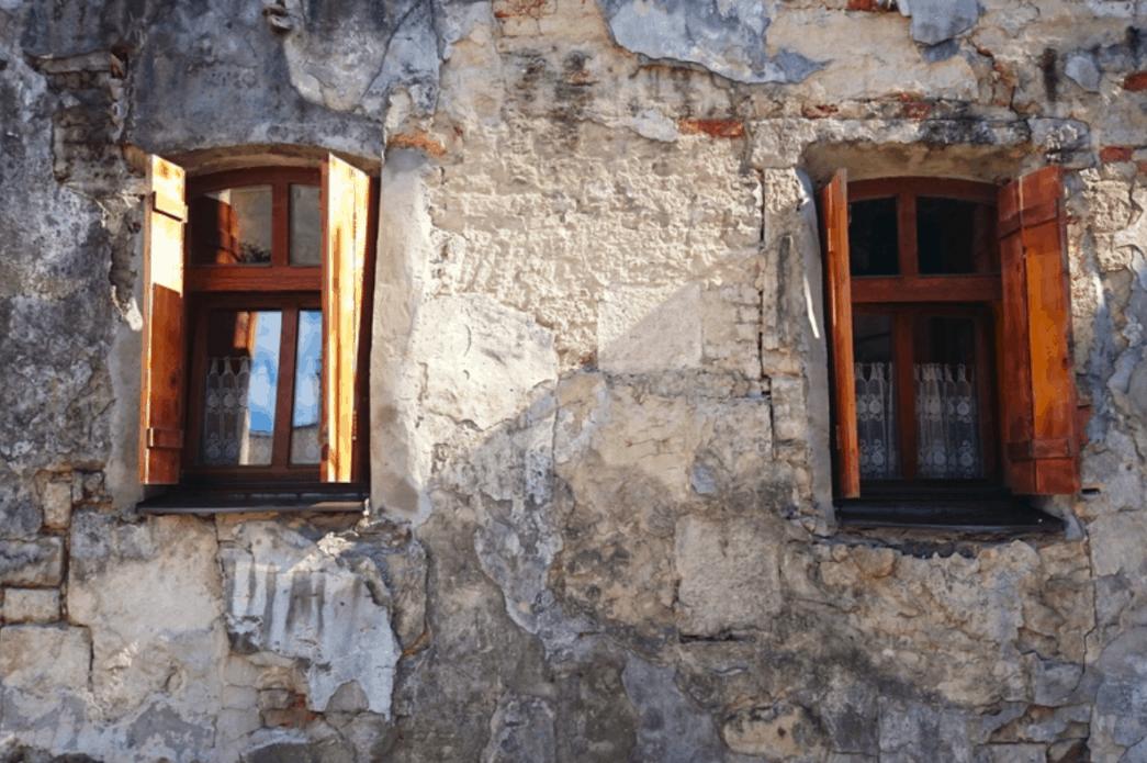 History of window shutters 1045x695 1